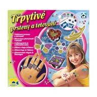 Třpytivé prsteny a tetování