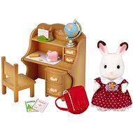 Sylvanian Families Nábytek chocolate králíků – sestra u psacího stolu se židlí